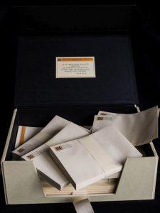 Buchbinderarbeiten - Briefpapieretuie geöffnet