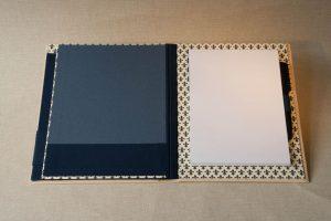 Gebrauchsgraphik - Schreibmappe Kalbsleder innen-geöffnet